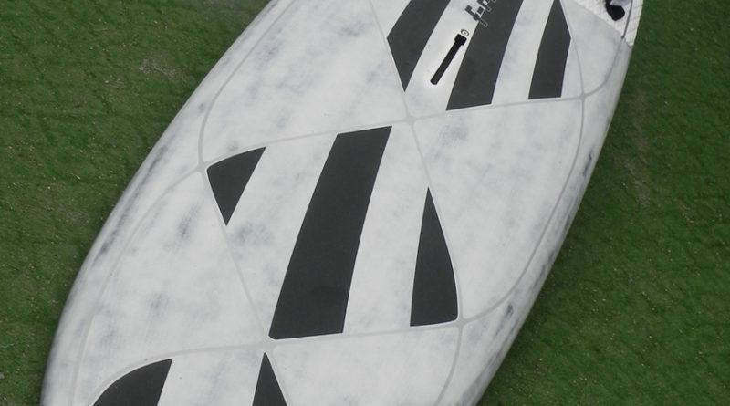 Test Patrik F-ride Sailloft Cross shape tavola