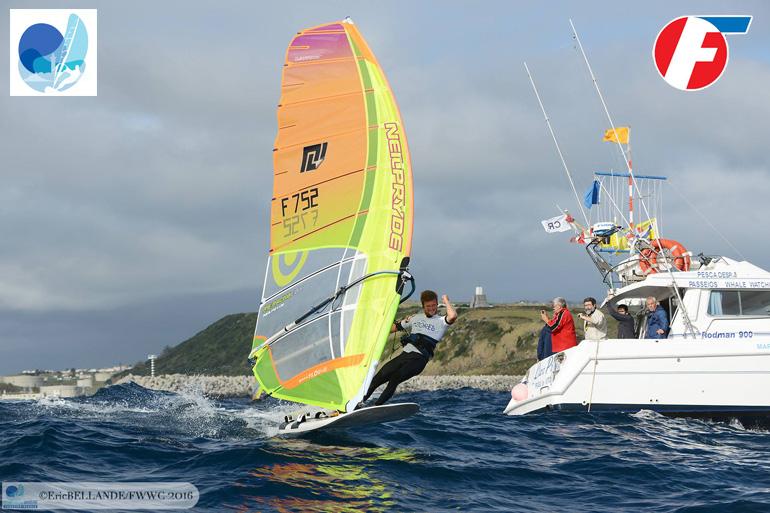 Mondiale Formula Windsurfing Cousin taglia il traguardo