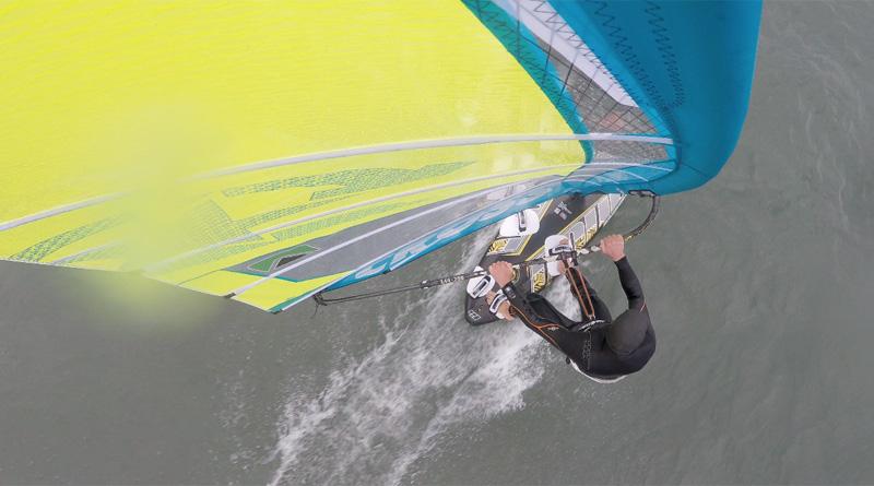 Costa Laziali onde e vento